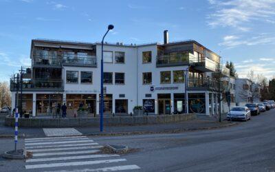 Edsvikenstorg nybyggnad av 5 hus med totalt 26 bostadsrättslägenheter och 2 lokaler och garage.