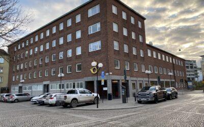 Vinjetten 7 byggår 1950 med 17 bostadslägenheter och ca 1800 kvm lokaler.
